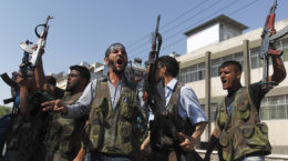 Free Syrian Army members shout Islamic slogans as they prepare to move into Aleppo's district of Salah Edinne August 9, 2012. REUTERS/Zohra Bensemra (SYRIA - Tags: POLITICS CONFLICT CIVIL UNREST)